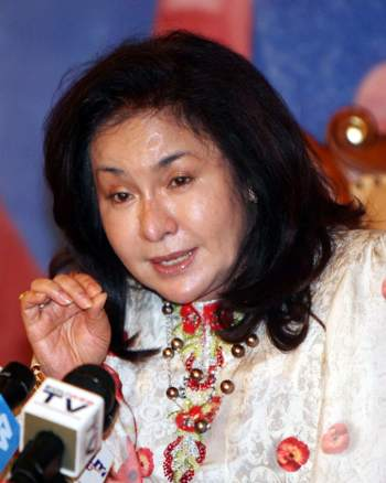 http://hornbillunleashed.files.wordpress.com/2011/01/rosmah-march13.jpg?w=350&h=438